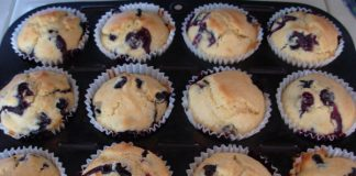 Hearty Muffins with Dried Fruit