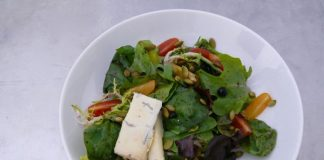 SUMMER SALAD WITH PEPITAS, BLUEBERRY VINAIGRETTE AND GEAI BLEU