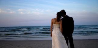 husband-and-wife-pic-on-beach