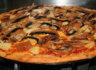vegan-ham-pineapple-pizza-small