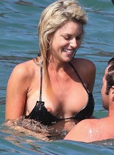 carrie prejean nipple slip photos 01152010 004 Top 40 flagras de peitinhos de famosas conhecidas no mundo