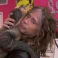 Steven Tyler and his sloth. (image source: American Idol/Fox)