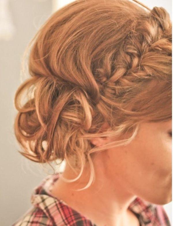 Прическа на верху поднятые волосы