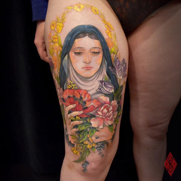thigh-tattoo-ideas-39
