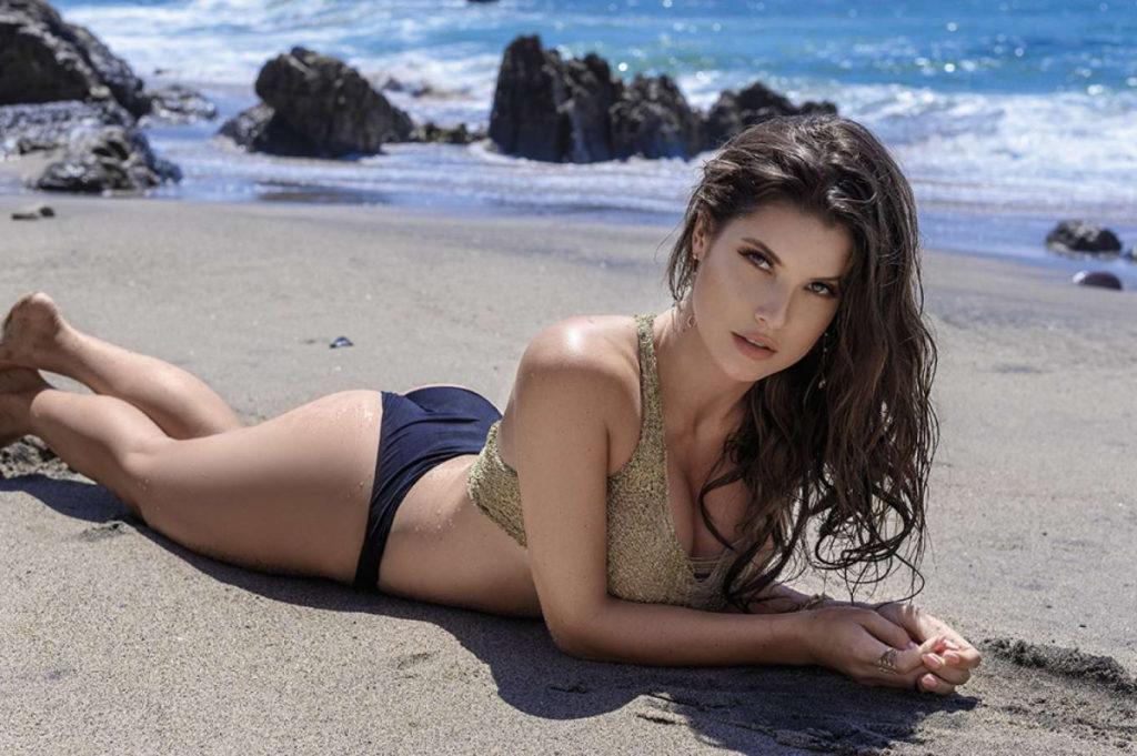Sexy Photo of Amanda Cerny