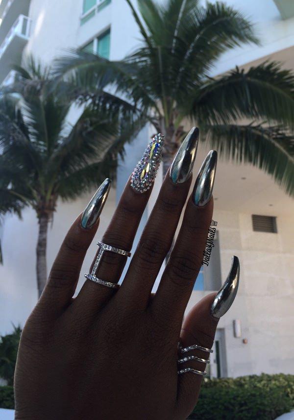 Metallic black false nails