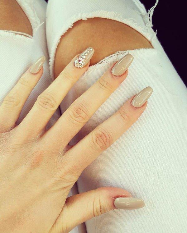 Very light brown fake nails design