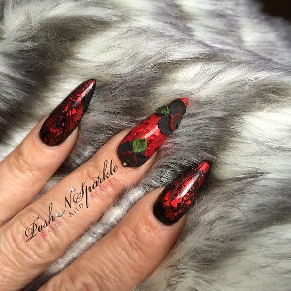 Bloody red fake nails design